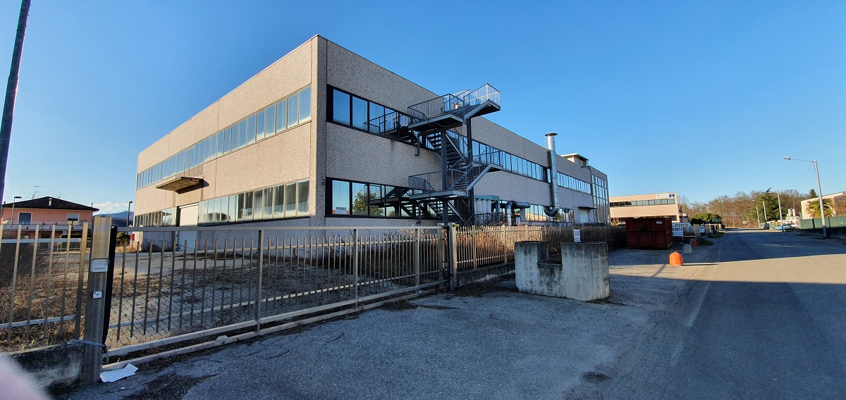 Angera (VA) – Capannone industriale – terziario
