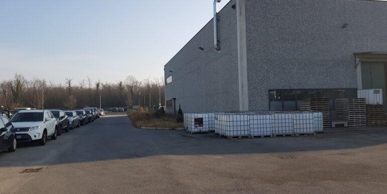 capannone industriale somma lombardo (10)