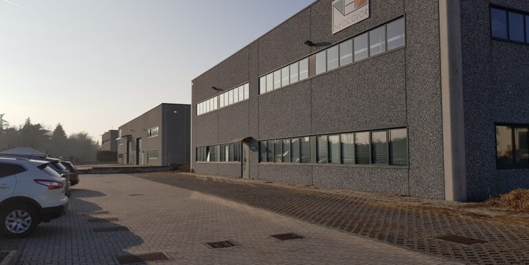capannone industriale somma lombardo (12)