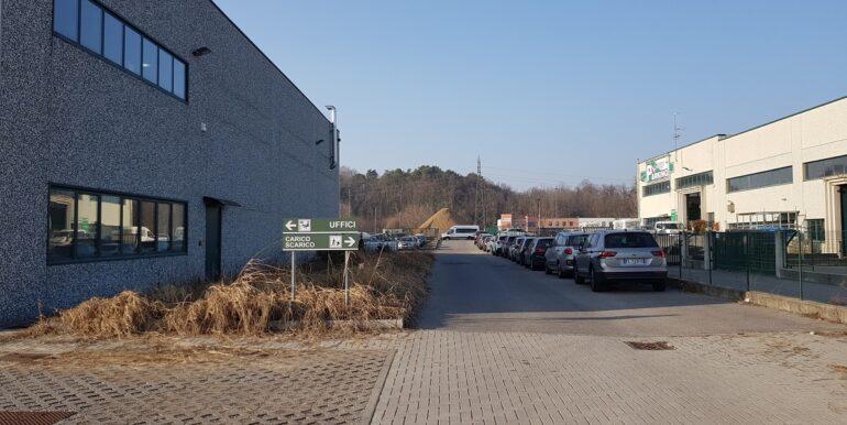 capannone industriale somma lombardo (13)
